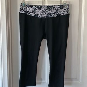 tilly's leggings with flower top size M